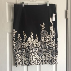 Brand new lace application skirt